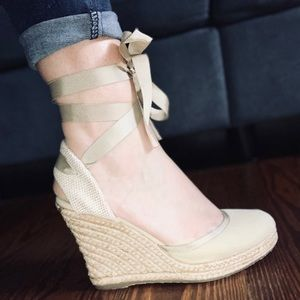 ALDO ESPADRILLE WEDGES WITH LACE UP RIBBONS SIZE 8